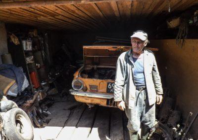 Obec Paryšev - muž žijící v Černobylské zóně